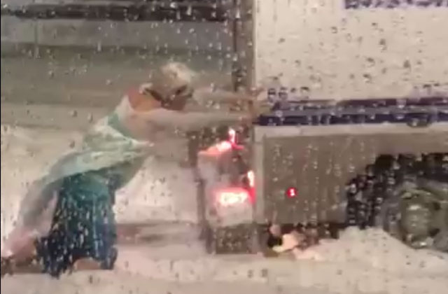 Drag Queen Dressed As 'Frozen's' Elsa Frees Police Car from Snowbank