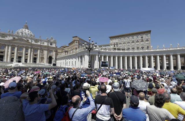 Vatican-Backed Family Rally to Have Speech on Welcoming Gays