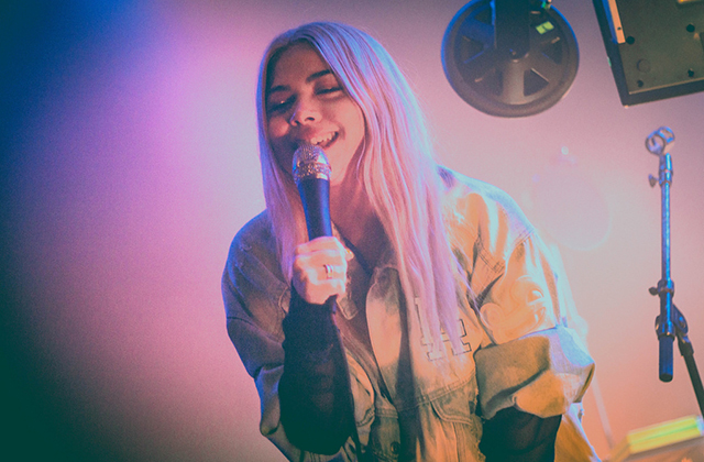 Hayley Kiyoko wins VMA, celebrates '20-GAY-teen