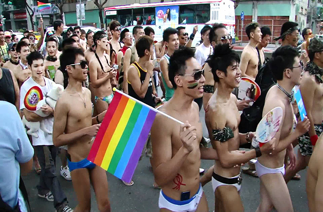 Hundreds of thousands attend Taipei Pride March