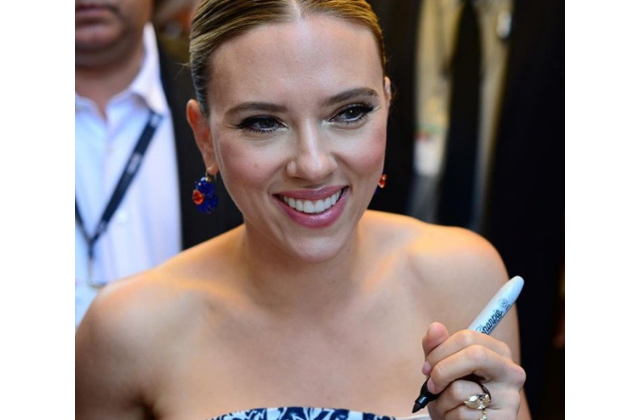 "Scarlett Johansson Says She ""Mishandled"" Transgender Role Scandal"