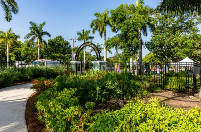 southfloridagaynews.com: 'Parade of Orchids' Spruces Up Park in Oakland Park