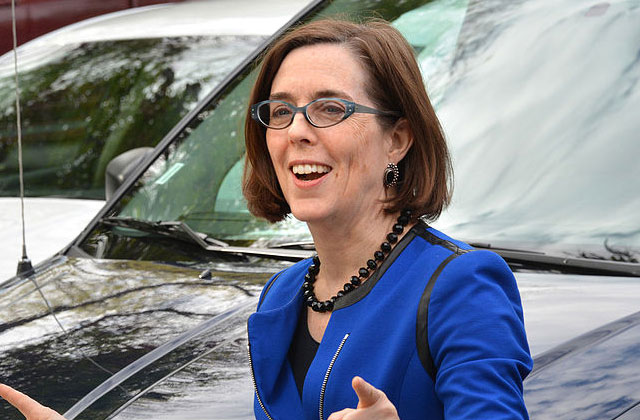 Oregon governor speaks about being bisexual at commencement