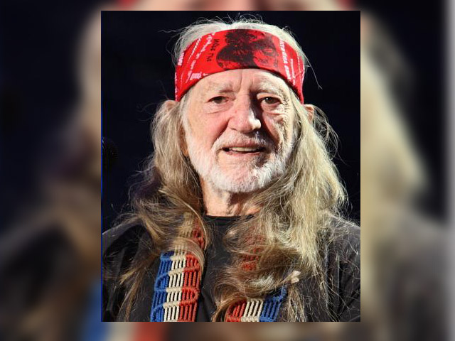 By Willie_Nelson_at_Farm_Aid_2009.jpg: Larry Philpot from Indianapolis derivative work: GDuwenTell me! [CC-BY-2.0 (http://creativecommons.org/licenses/by/2.0)], via Wikimedia Commons