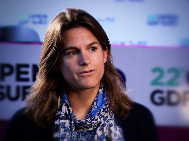 Amelie Mauresmo Announces She's Pregnant With First Child On Twitter